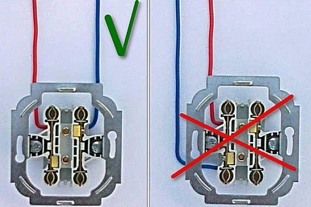Довольно частая ошибка при монтаже двойной розетки – провода фазы и ноля зажимаются в клеммах на одной и той же шине.