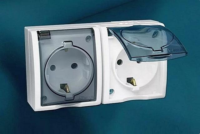 Розетки класса IP44 подойдут для установки в ванных, банях, совмещённых санузлах, кухнях.