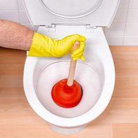 Как прочистить унитаз от засора: чистим спецсредством засор в унитазе в домашних условиях