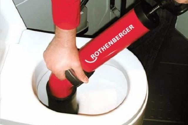 Вызов сантехника со специальным оборудованием решит проблемы в серьезных случаях.