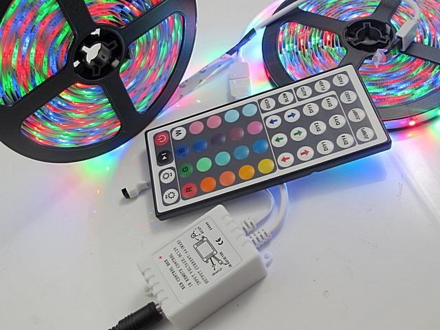 Контроллер RF для RGB-ленты, оснащённый пультом дистанционного управления