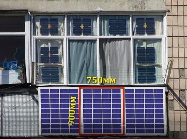 Солнечные батареи, установлены на балконном ограждении, а также закреплены к его остеклению. Такой монтаж будет актуален, если балкон находится на солнечной стороне дома. Красной рамкой выделена панель, монтаж которой будет показан.