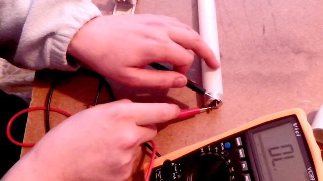 Проверка целостности спиралей катодов лампы мультиметром
