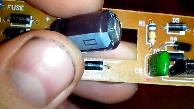 Явный признак неисправности электролитического конденсатора