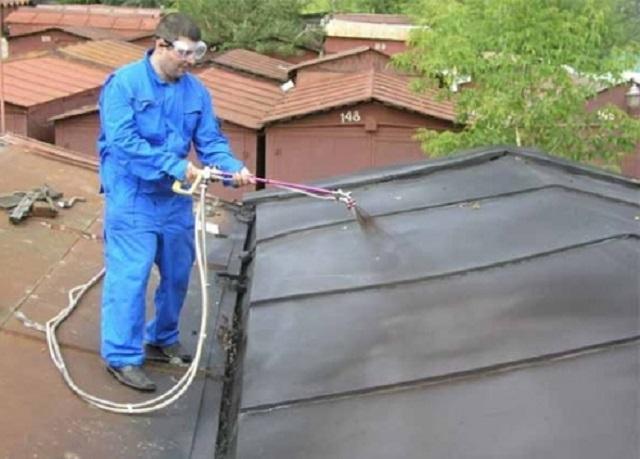 Гидроизоляция металлической крыши гаража напылением жидкой резины