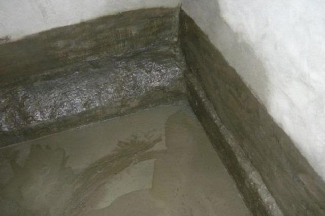 Гидроизоляция пола подвального помещения жидким стеклом.