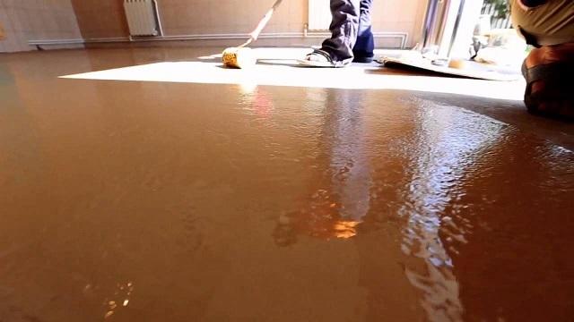 Окрашивание бетонного пола в гараже избавляет владельца от многих неприятных проблем