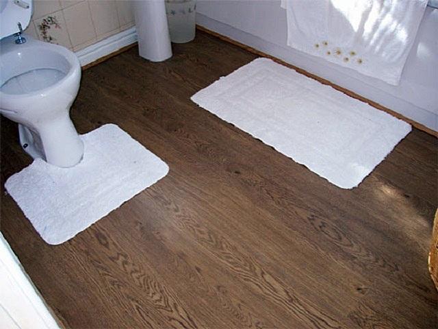 Существует ряд требований, которым должен отвечать ламинат, планирующийся к настилу в ванной комнате