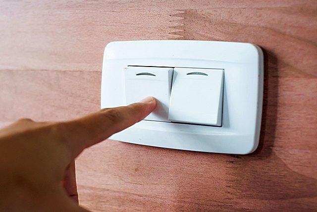 Как правильно поставить выключатель света