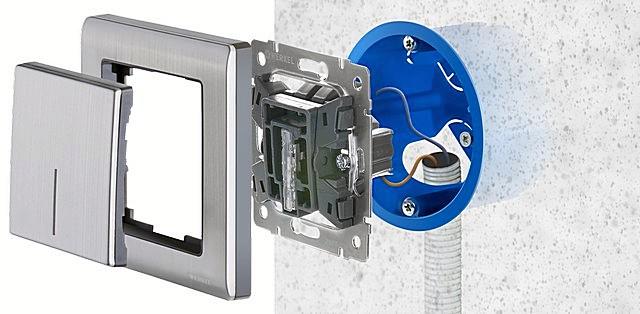 Как правило, встраиваемый выключатель монтируется в заранее установленный подрозетник, к которому проведена скрытая проводка