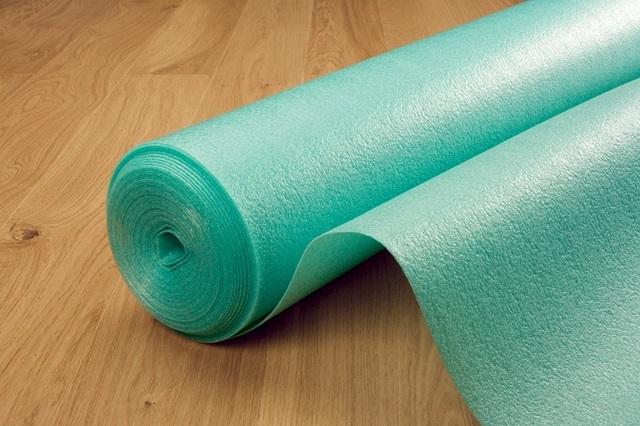 Самый популярный материал для подложки – рулоны из вспененного полиэтилена