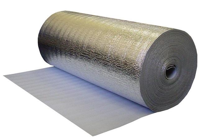 Кроме отражения теплового излучения в сторону комнаты, фольгированная поверхность обеспечивает большую равномерность распределению тепла.