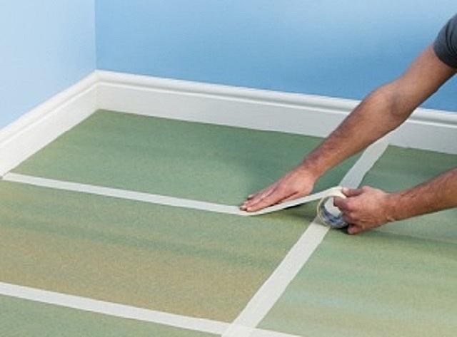 Для удобства последующей укладки напольного покрытия, полотна (листы) подложки рекомендуется скрепить между собой скотчем.