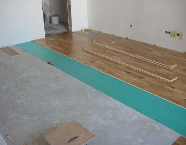Укладка ламината на бетонный пол через подложку.