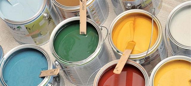 Для окрашивания ОSB-поверхностей могут применяться разнообразные лакокрасочные составы