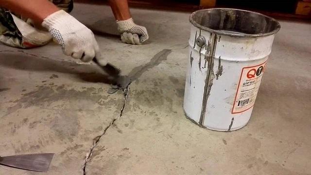 Дефекты на бетонном основании должны быть отремонтированы.