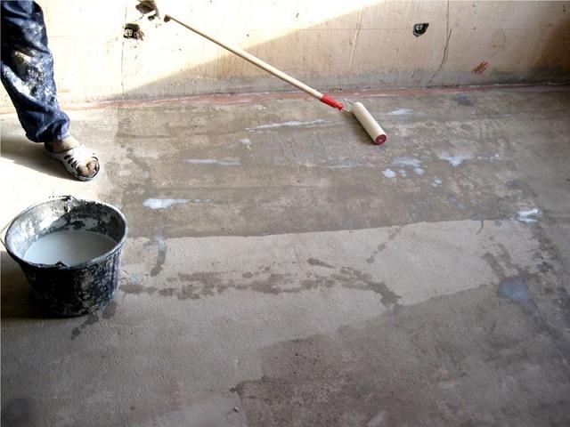Грунтовка бетонного основания.