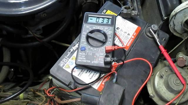 Умение замерять силу тока позволяет выявить утечку в электрохозяйстве автомобиля