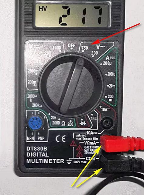 Правильное положение измерительных проводов и переключателя режимов работы мультитестера