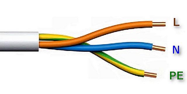 Провода в домашней электросети, выполненной по всем правилам, легко различить по цветовой маркировке их изоляции