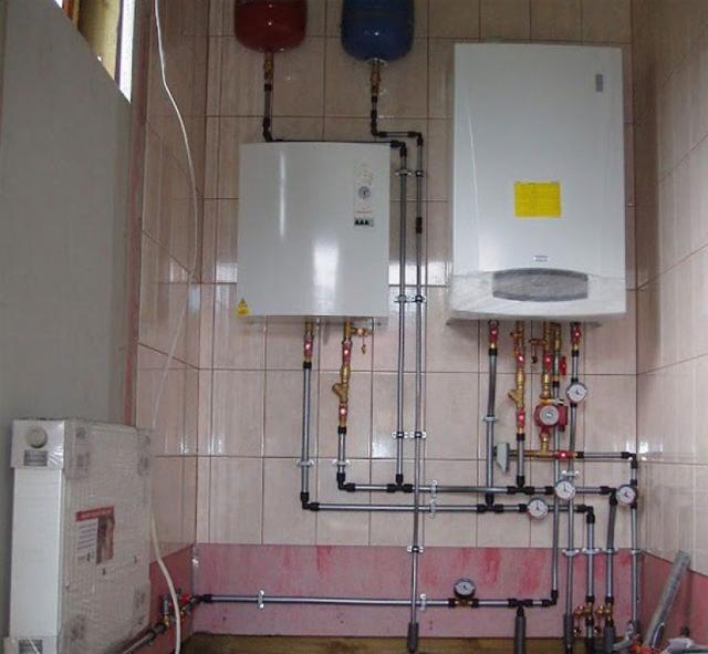 Электрический и газовый котел, подключенные к одной системе отопления