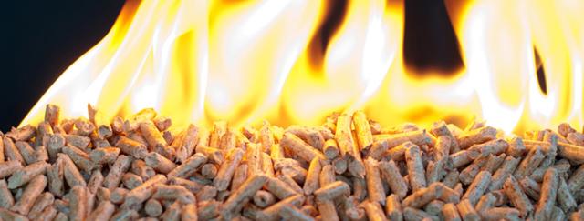 При сгорании пеллет выделяется больше тепловой энергии, чем от сгорания сухих дров