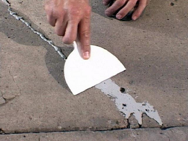 Ремонт бетонного основания перед монтажом фанеры.