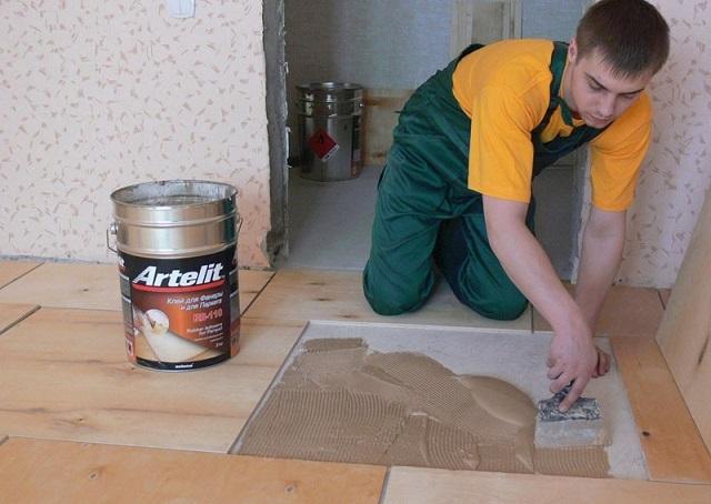 Наклеивание фанеры на бетонное основание.