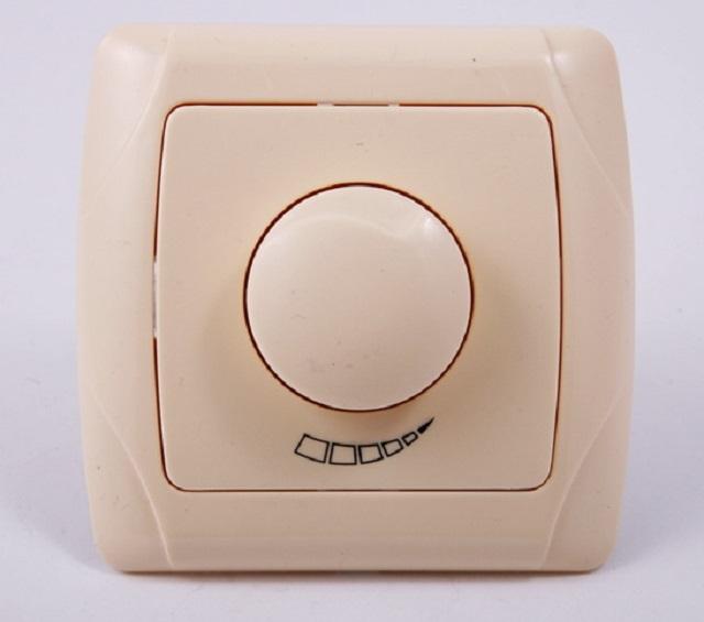 Выключатель с регулятором яркости – диммер.