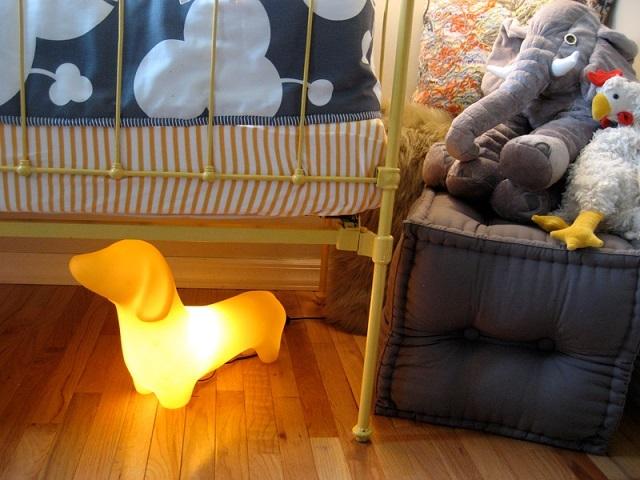 Светильник-ночник в форме забавной собачки.