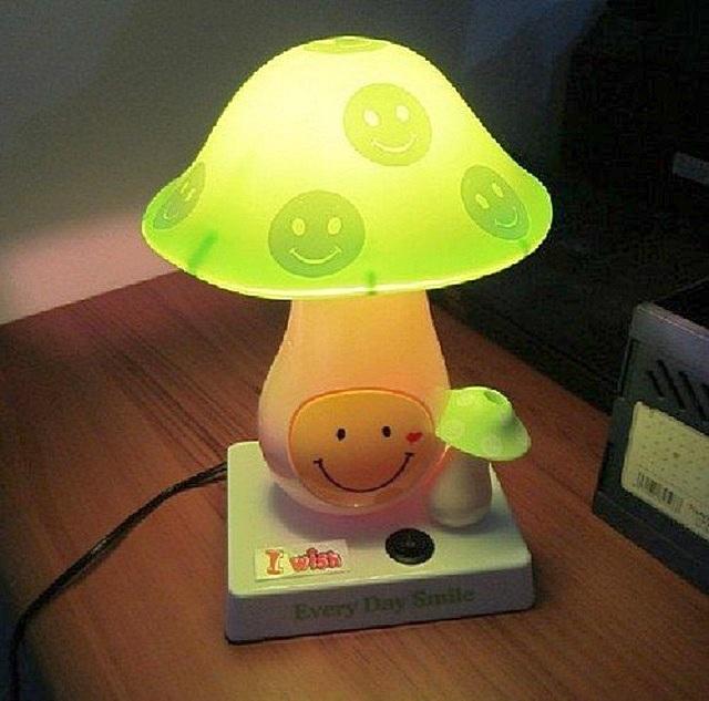 Ночники и настольные лампы должны обладать хорошей устойчивостью. То есть не валиться набок от случайного легкого касания или от сквозняка.