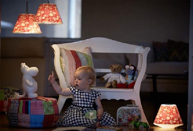 Придётся продумать вопрос освещения игровой зоны на полу – у многих детей большинство «тихих» игр проводится именно там.