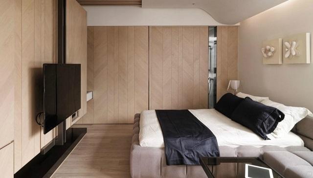 Телевизор в помещении спальни – ему тоже требуются розетки: для подключения к сети питания и к линии передачи сигнала.