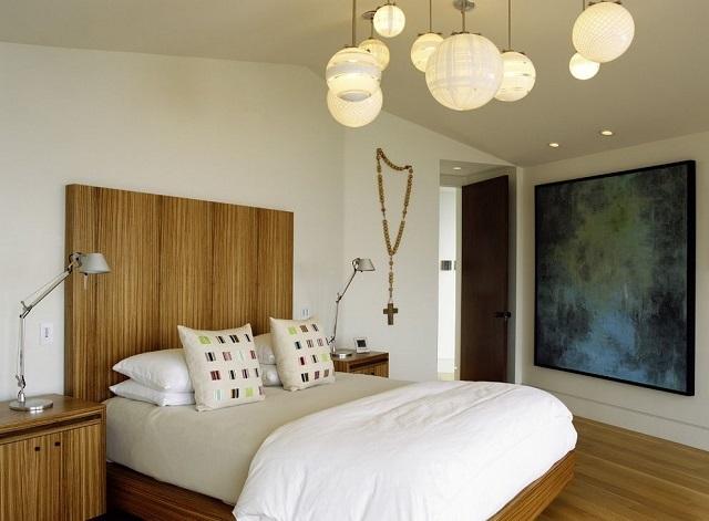 Освещение в спальной должно способствовать не только полноценному отдыху, но и поднятию общего настроения человека.