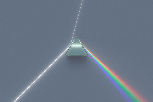 Помните, как в нас в детстве учили запоминать цвета радуги – «Каждый охотник…» и т.д.? А ведь радуга – это наглядный природный пример спектрального разложения света.