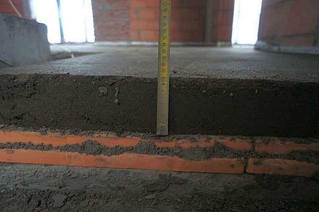 Негативные качества пенополистирола, безусловно, будут в немалой степени снижены тем, что он закрывается толстой бетонной стяжкой.