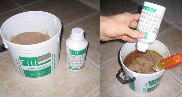 Смешивание компонентов при самостоятельно изготовления смеси для химического анкера.