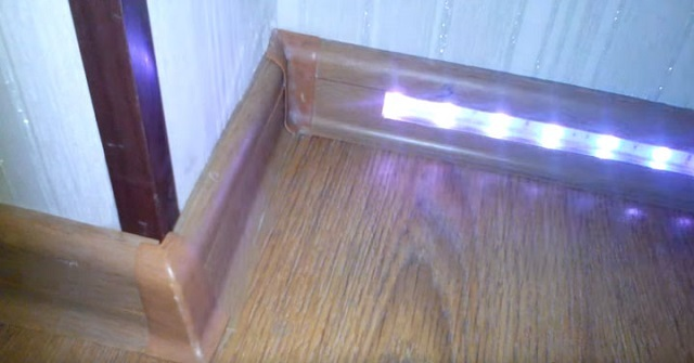 В данном примере представлен вариант с установкой сплошных и прозрачных планок-заглушек. Как можно видеть, они хорошо сочетаются между собой.