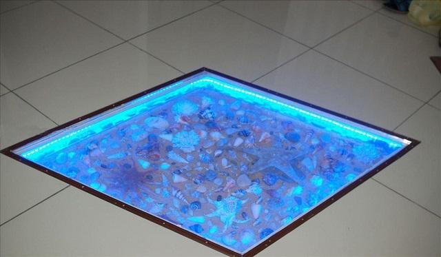 Осветительный модуль с объёмной композицией на «морскую тематику» — так и напрашивается к установке в ванную комнату