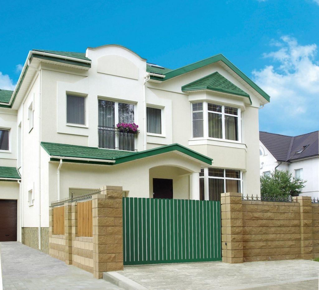Ворота АЛЮТЕХ легко сочетать с фасадом дома