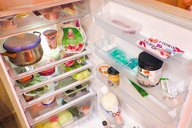 Экономичность работы холодильника напрямую зависит от правильности заполнения его камер продуктами и наличия свободного пространства для свободной циркуляции воздуха
