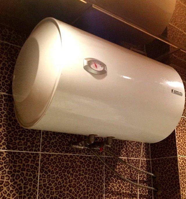 Вместительный бойлер, «заправляющийся теплом» в период действия льготного ночного тарифа – это постоянный запас горячей воды за вполне умеренную цену