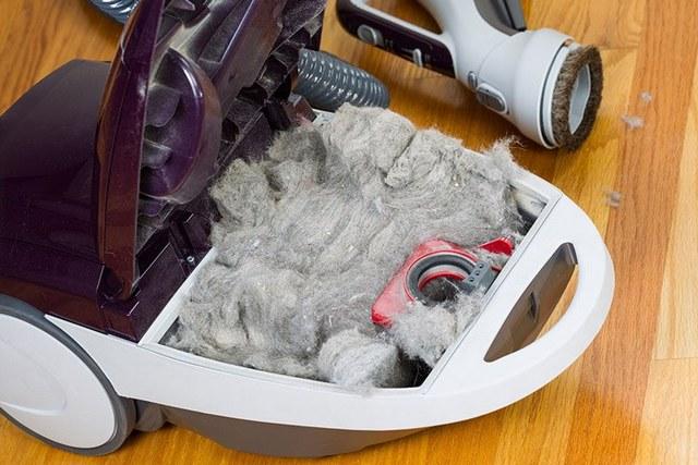 Забитый мусором пылесос будет потреблять намного больше, чем ему положено