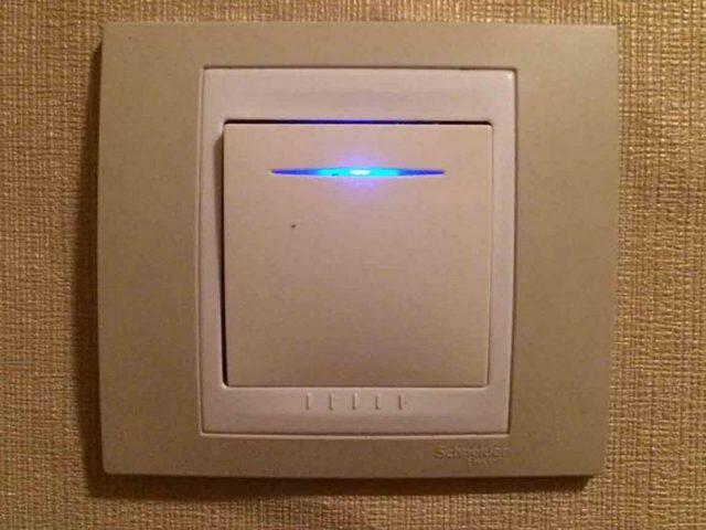 Выключатели со встроенным световым индикатором не всегда уместны к установке с LED-лампами