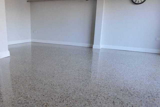 Упрочнённые шлифованные бетонные полы зачастую становятся отличной альтернативой более дорогим наливным полимерным покрытиям