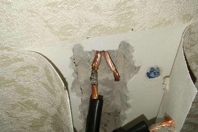 Ремонт поврежденного участка обычно проводится припаиванием перемычки с последующей изоляцией термоусадочными трубками.