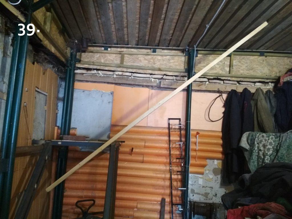 По ходу строительства иногда занимался лестницей