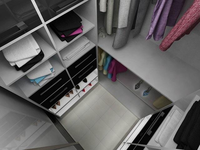 Проект маленькой гардеробной, обустроенной в кладовке.