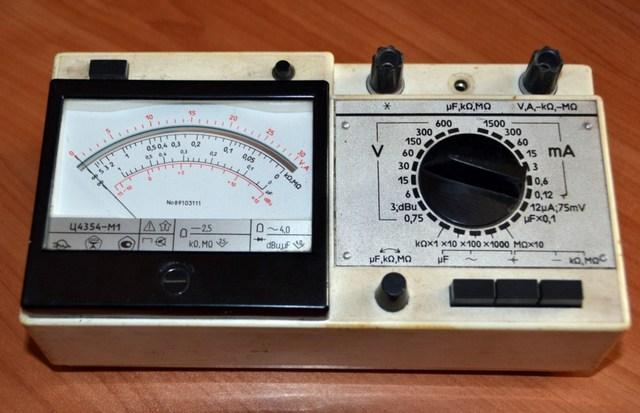Аналоговый мультитестер Ц4354-М1 – когда-то, еще не столь давно, эта модель была чрезвычайно популярна, и ее не так просто было найти в продаже.