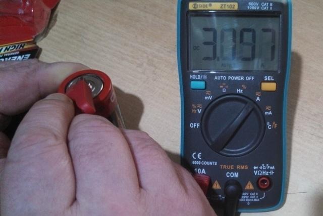 Проверяю большую новую батарейку – максимальный ток порядка 3.2 ампер.